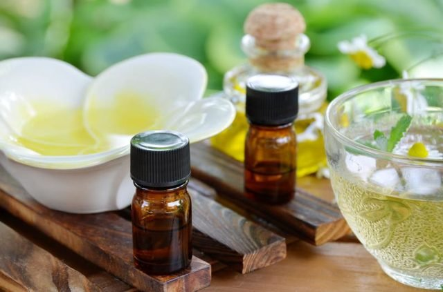 tea tree oil for moles removal